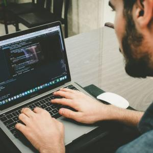 MacとWindowosを比較、プログラマーならどっちがおすすめ?2020年先取り