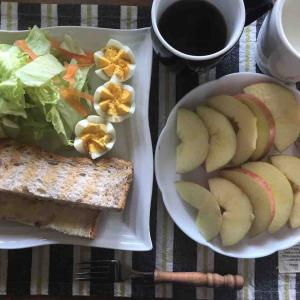 休日の朝食兼昼食