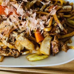 【休みの日の昼ごはん】スーパーで調達できるご当地麺でささやかすぎる特別感を味わっている【お家で店の味】