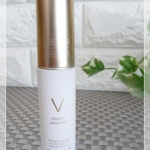 コモエース ピュアセリVエッセンス みっちり潤うビタミン美容液で目元ケア