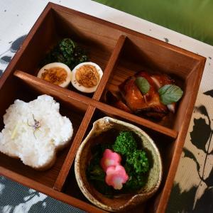 * 鶏味噌焼きと桜漬けごはんで松花堂弁当★
