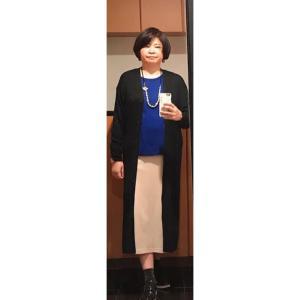 アラ還ぽっちゃり骨格ストレートコーデ「白いボトムスの着まわし・彩度の高い鮮やかなロイヤルブルー」