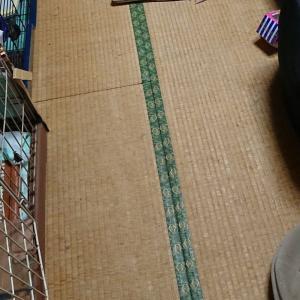 現状報告。1階和室の床が見えました。