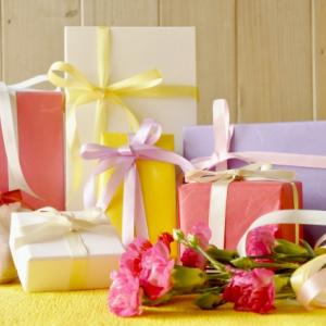 プレゼントを渡したい!鞄に入らないほど大きいものはどうやって持っていく?