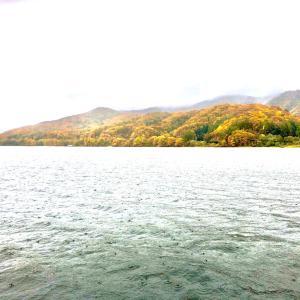 桧原湖 紅葉と ワカサギ準備。