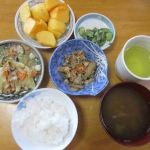 今日のランチは八宝菜、胡瓜の酢の物、筑前煮