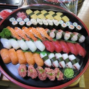 今日のランチは寿司パーティー食べ放題です。