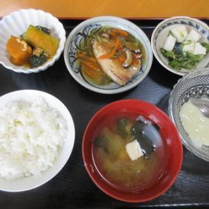 今日のランチは鯵の野菜あんかけ、胡瓜と白はんぺんの梅肉和え