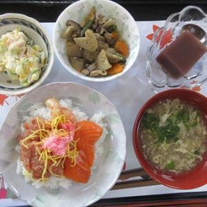 今日のランチは敬老会の行事食で海鮮ちらし寿司