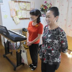 今日の午後からは久保田先生の音楽療法でした