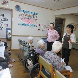 今日のレクリエーションは久保田登紀子先生の音楽療法