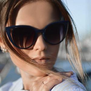 女性のサングラスの選び方【3つのポイント】