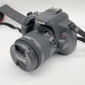 【知識いらず?】EOS Kiss X10レビュー 初心者でもコミケでコスプレを綺麗に撮影できる簡単操作の一眼レフカメラ