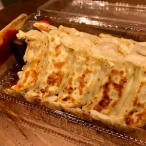 【餃子の店 かず】17時以降は焼き餃子のお持ち帰りあり!ニンニクが効いていて美味い!