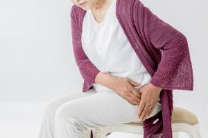 大腿骨頭壊死症の痛みが生じる原因とは 症状や治療法、予防できるの?