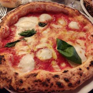 並ぶの覚悟!パリで一番美味しいイタリアンレストラン