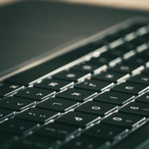 使用しているレノボのノートパソコンが遅い原因と解決策
