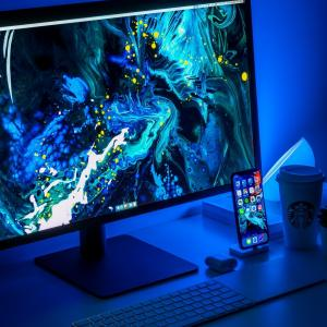 パソコンの画面が青くなったときの解決策と対処の仕方