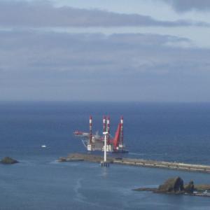 瀬棚港沖でも地盤調査開始、大型クレーン船到着
