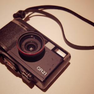 【そのほか・カメラ】伝説のフィルムカメラ「リコー GR-21」を思い出してみた♪