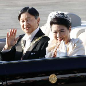 両陛下、即位祝賀パレード オープンカーでお披露目
