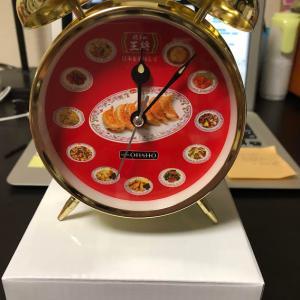 「餃子の王将」オリジナル音声目覚まし時計☆朝から餃子を刷り込み?
