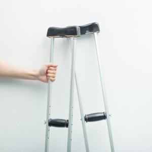 「(動画あり)膝の負傷で松葉杖のサッカー少年」 相模原 【ひろメディカルケア】