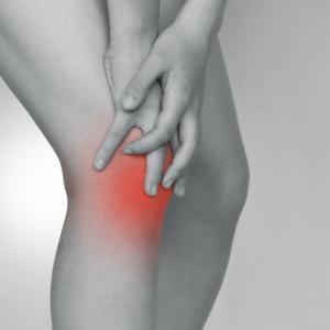 「膝の痛みに困る小学生 成長痛?」相模原ひろメディカルケア