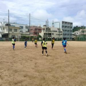 高校女子と中学女子の交流トレーニング 少人数制サッカーから8人制サッカーそして11人制へ
