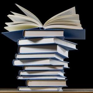 【ブックレビュー】「本は積ん読」の季節・今積んである本