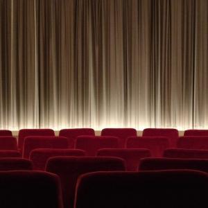 【買い物は投票】仮設の映画館で映画を見よう