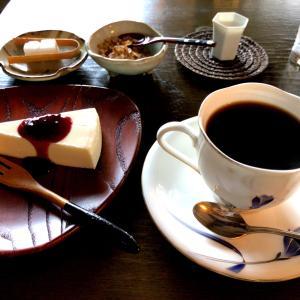 井の頭公園駅すぐそば炭火珈琲千にてモーニングチーズケーキ 落ち着いた店内にて朝の時間を過ごす