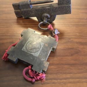 日本 和錠と井桁のキーホルダー(根付)
