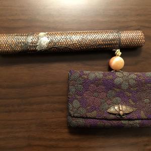 日本 相良刺繍の叺入れと芝山細工の煙管筒(明治期)