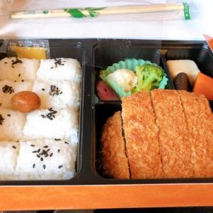 名古屋駅駅弁売店で購入して東海道新幹線の車内で「名古屋名物味噌カツ弁当」を食べてみた