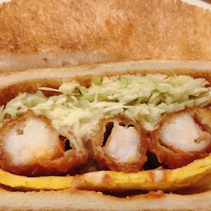 御器所駅から徒歩3分、コンパル御器所店でのおすすめサンド 名古屋名物エビフライサンドは雑誌でも紹介されるサンドイッチで、エビのぷりぷり感が半端ない