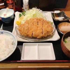 東京都大門駅から徒歩3分、のもと家で、1番人気のオススメ特選六白黒豚のロースカツ定食160gを食べてみた