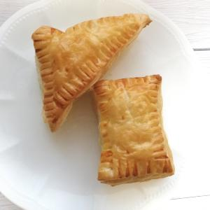 冷凍パイシートを使うと超簡単♡オーブンで焼く三角&四角チョコパイ。材料は3つだけ!