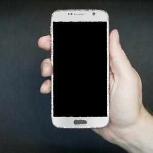 iPhone6sの充電接続が不安定なのは内部のホコリが原因だった