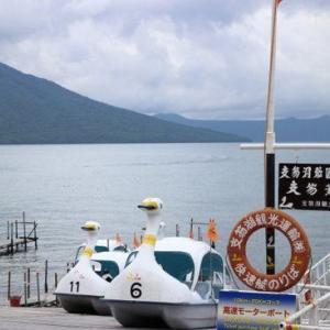 支笏湖水中遊覧船で柱状節理