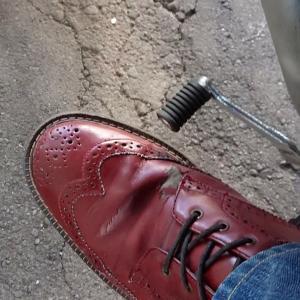 シフトガードパッドで穴あきブーツを使い続ける