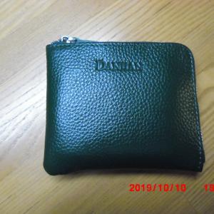財布もコンパクトに。