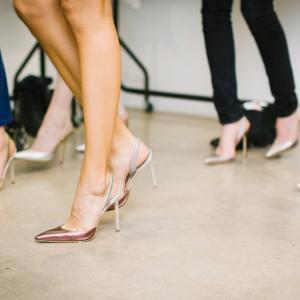 ヒールを多く履く女性の方は要注意!身体を支える足指の事【浮き指】のご紹介!おすすめの浮き指補正アイテムも!
