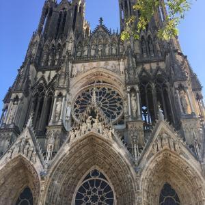 パリ以外の場所にも行きたい、でもたっぷりフランスを味わいたい方へ。