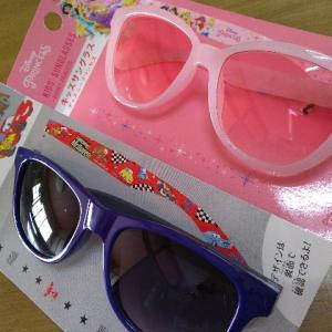 【ダイソー】ディズニーキッズサングラスが可愛い!サイズは?