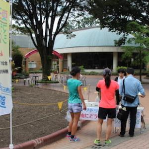 早朝の名城公園で東三河マラソンシリーズをPR。