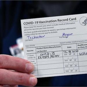 コロナワクチン接種が義務付けられている国々の詳細。それらの多くでは接種を受けないと仕事を失う