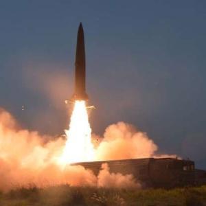 ロシアが戦略演習を開始 弾道ミサイル16基発射 米国牽制か