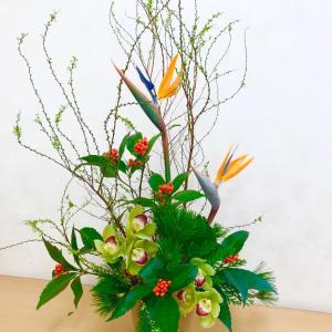 新年のお花を生けて来ました(^^)