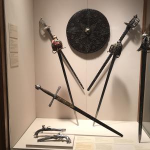 昔のヨーロッパの武器かな?